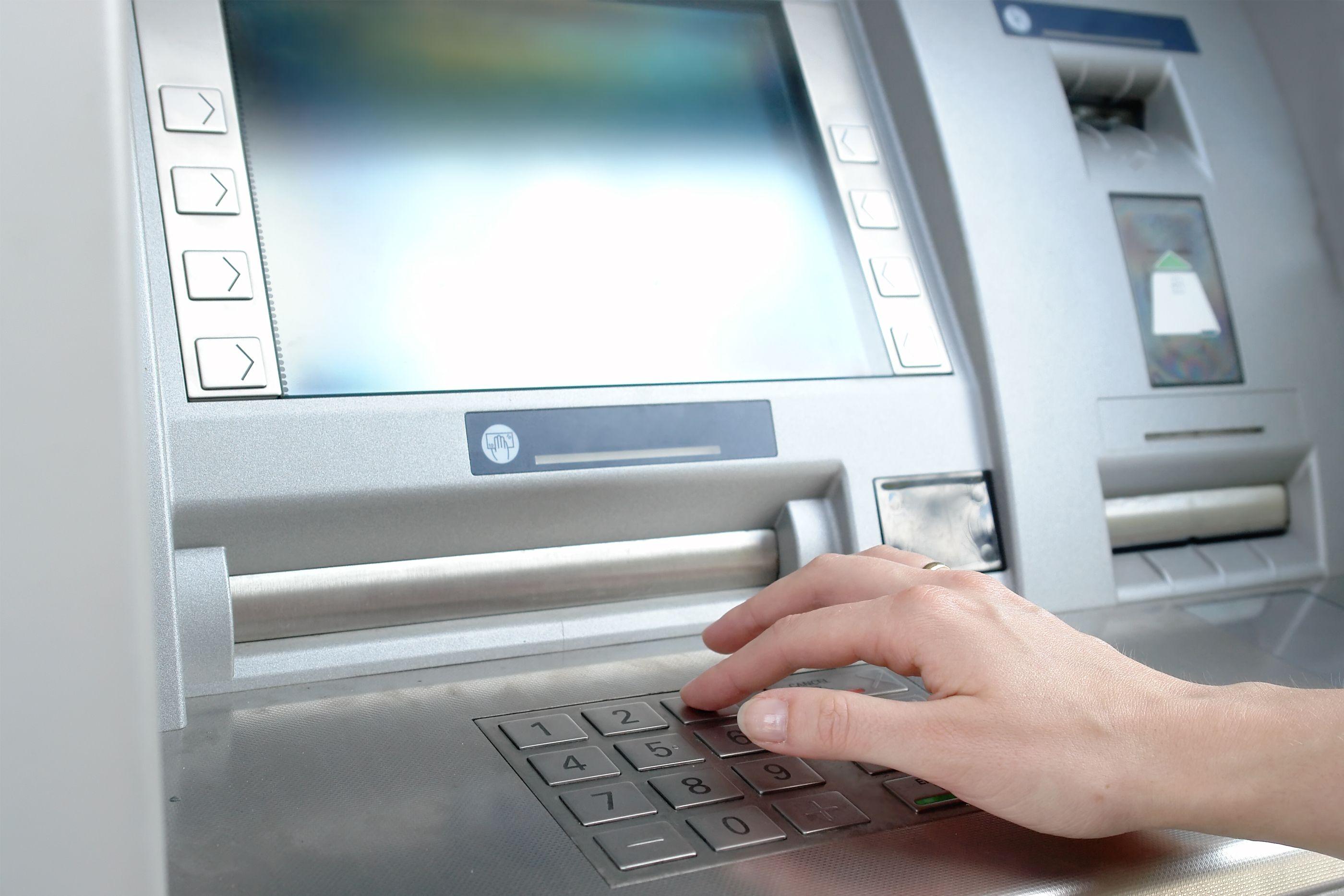 """Bankas """"Kazkomercbank"""" (KKB) atidarė pirmąjį klientų aptarnavimo padalinį"""