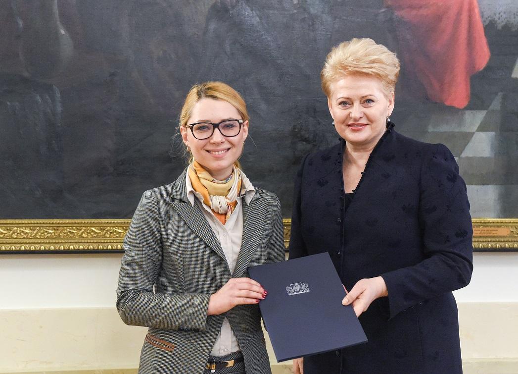 """Tarp Prezidentės apdovanotų akcijos """"Knygų Kalėdos"""" partnerių – įmonių grupė """"Penki kontinentai"""""""