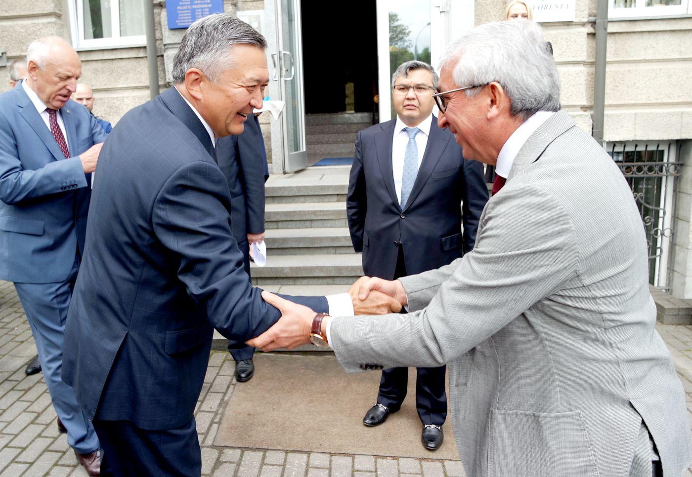"""""""Penkių kontinentų"""" atstovai dalyvavo atidarant Kazachstano Respublikos garbės konsulatą"""
