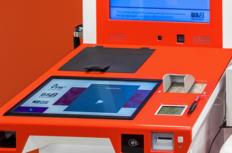 Bankų ateitis: klientus aptarnaujantys botai ir universalūs padalinių skyriai?